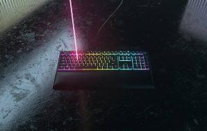 Razer Ornata V2, el teclado con switches híbridos Razer de…