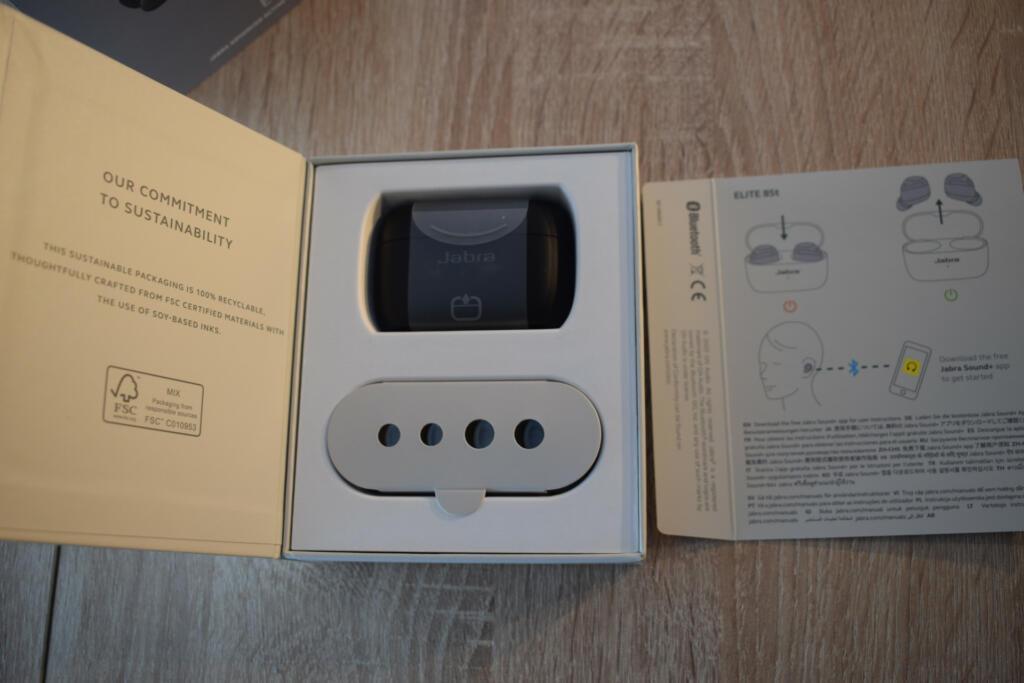 caja abierta de los auriculares jabra elite 85t